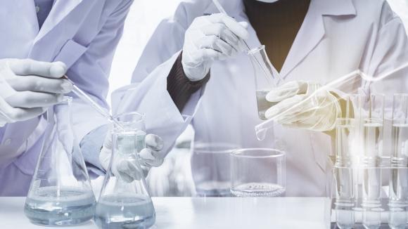 Podanie komórek MSC pacjentom z COVID-19 zmniejsza ryzyko zgonu