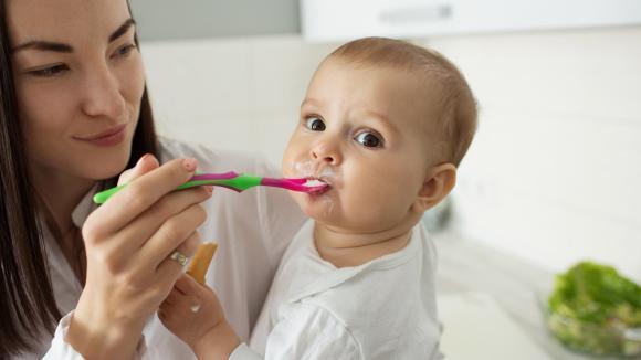 Najnowsze zalecenia dotyczące zasad żywienia zdrowych niemowląt