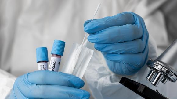 Wariant Delta koronawirusa: fakty i mity