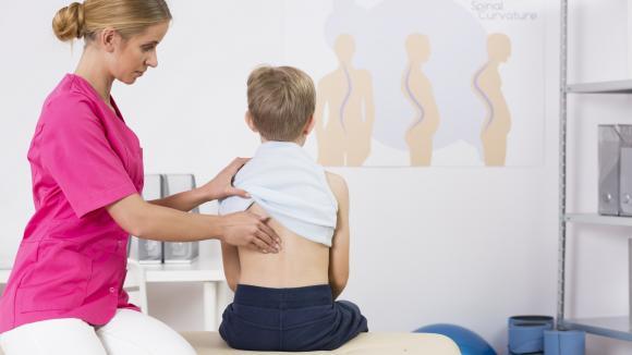 Zdrowy kręgosłup ucznia: w szkole i w domu
