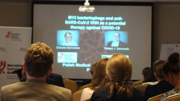 Niskie dawki radioterapii są skuteczne w walce z koronawirusem