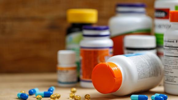 Pacjenci onkologiczni nagminnie na własną rękę stosują ponad fizjologiczne dawki witamin i składników mineralnych - ostrzega dietetyk