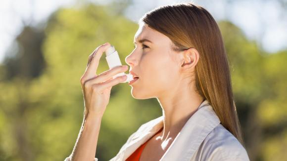 Astmę można w pełni kontrolować i nie odczuwać jej objawów